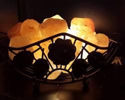 Lampe de sel l'Himalaya panier fer forgé